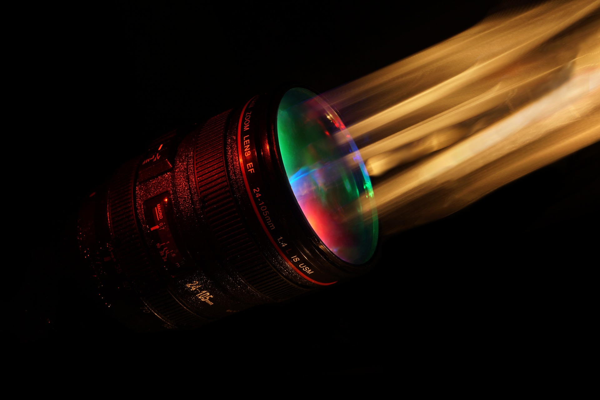 lentila-care-focalizeaza-toate-culorile-intr-un-singur-punct